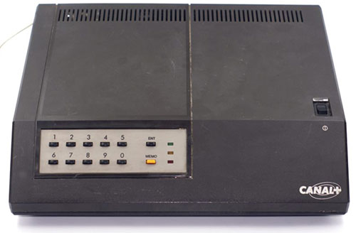 Illustration d'un décodeur Canal+ des années 80