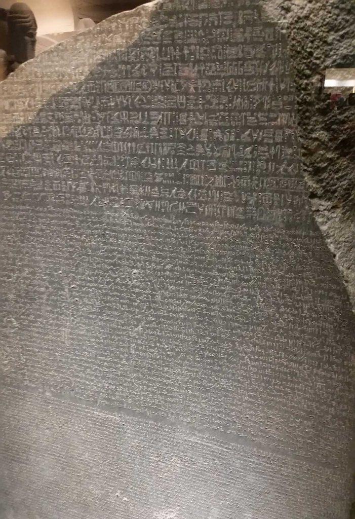 Origine du chiffrement : Ce fragment de stèle révèle finalement des écritures différentes
