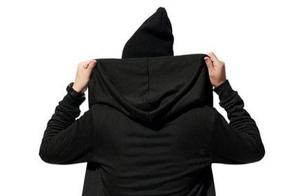 VPN et Hackers : illustration veste à capuche noire