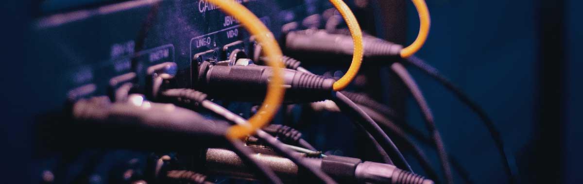 illustration de cables sur un serveur proxy